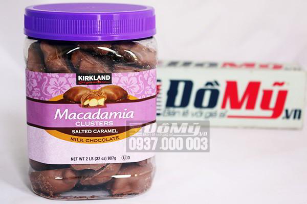 Chocolate bọc hạt macadamia Clusters Salted Caramel Milk Kirkland 907g của Mỹ