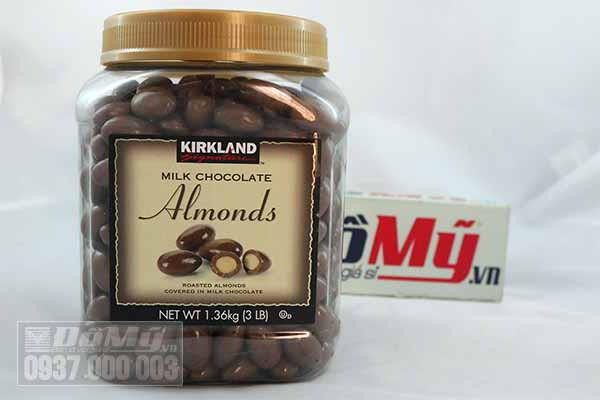 Chocolate Sữa Bọc Hạnh Nhân Kirland Almonds 1,36kg Của Mỹ