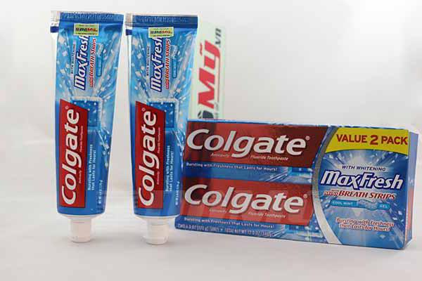 Kem đánh răng của Mỹ Colgate Maxfresh loại 2 tuýp