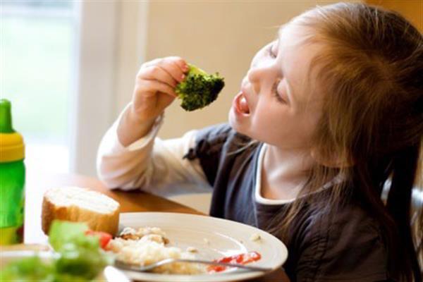 Cách Để Bé Thích Ăn Rau Xanh