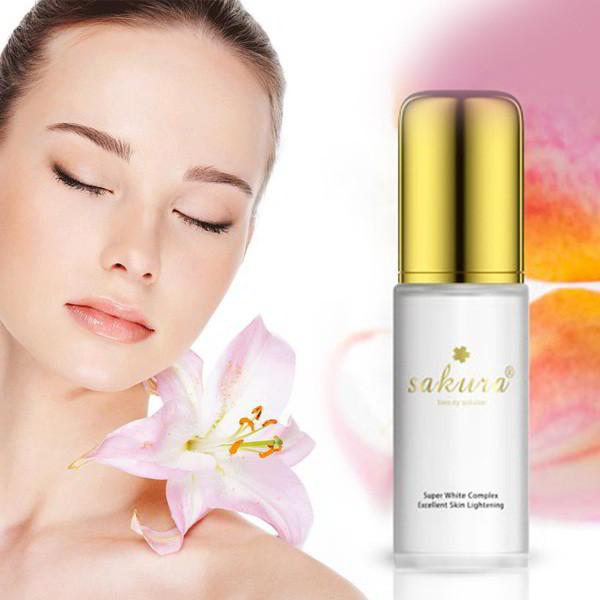 Kem dưỡng da Sakura Super Whitening Complex có tốt không?