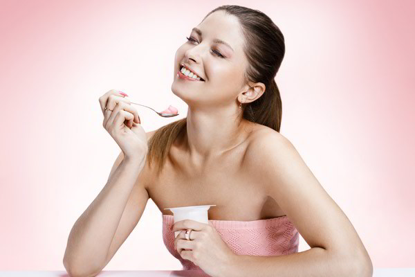 Thực hư công dụng trị tàn nhang của sữa chua