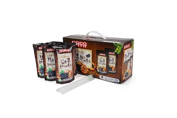 Nước uống tổng hợp từ 3 loại quả óc chó, hạt nhân và đậu đen 20 gói Hàn Quốc