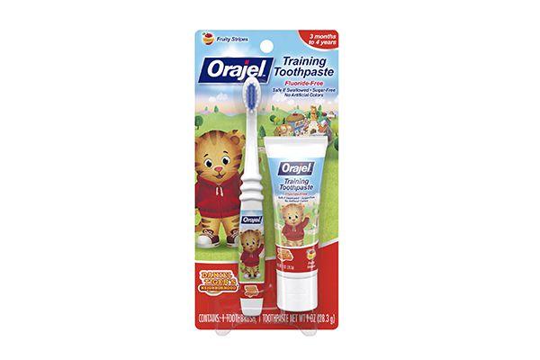 Set bàn chải & kem đánh răng Orajel cho trẻ từ 3 tháng - 4 tuổi