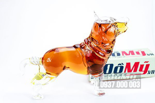 Rượu phong thủy hình chó viền cổ vàng Armenian 1000ml của Nga