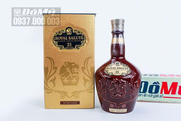 Rượu Chivas Royal Salute 21 năm màu đỏ ruby 700ml