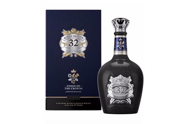 Rượu Chivas Royal Salute 32 Year Old Union of the Crowns