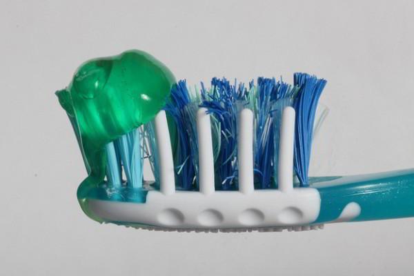 Sai lầm chăm sóc răng miệng cho bé