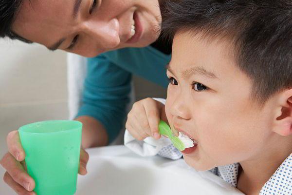 Quan niệm sai lầm khi chăm sóc răng cho bé