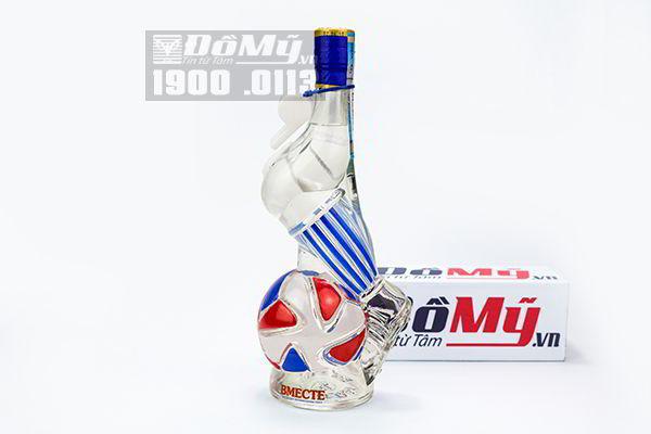 Rượu vodka Nga hình quả bóng chân sút World Cup